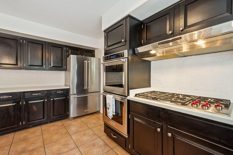 Real Estate Photography - 1 Bellwood Dr, Barrington Hills, IL, 60010 - Kitchen