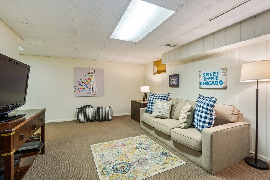 Real Estate Photography - 1 Bellwood Dr, Barrington Hills, IL, 60010 - Recreation Room