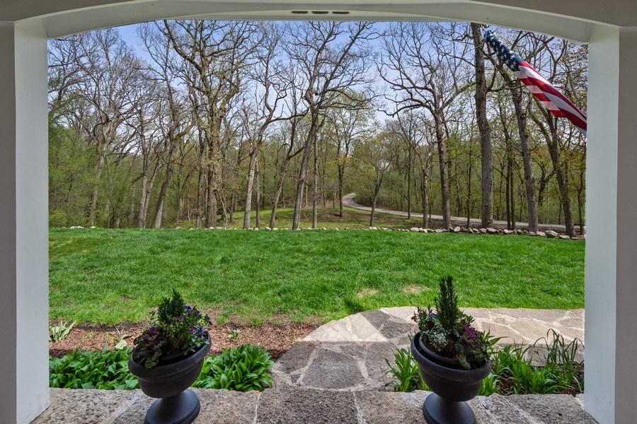 Real Estate Photography - 1 Bellwood Dr, Barrington Hills, IL, 60010 - Front Yard