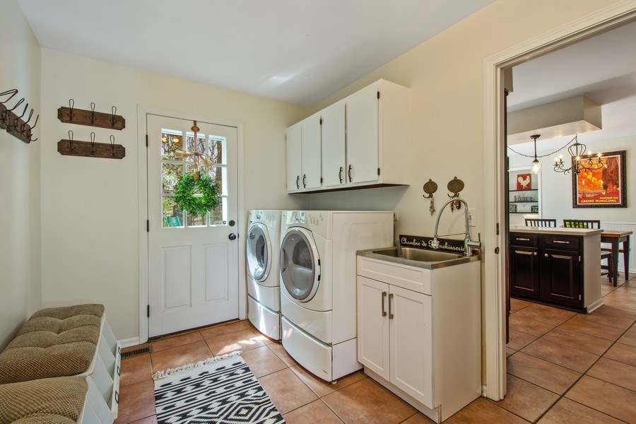 Real Estate Photography - 1 Bellwood Dr, Barrington Hills, IL, 60010 - Laundry Room / Mudroom