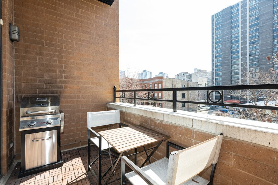 Real Estate Photography - 950 W Leland, Unit 308, Chicago, IL, 60640 - Balcony