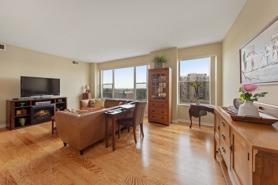 Real Estate Photography - 77 S Evergreen, 806, Arlington Heights, IL, 60005 - Living Room