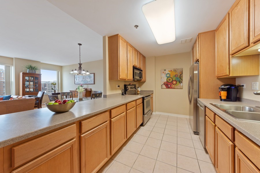 Real Estate Photography - 77 S Evergreen, 806, Arlington Heights, IL, 60005 - Kitchen