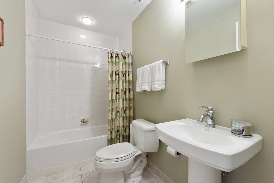 Real Estate Photography - 77 S Evergreen, 806, Arlington Heights, IL, 60005 - 2nd Bathroom