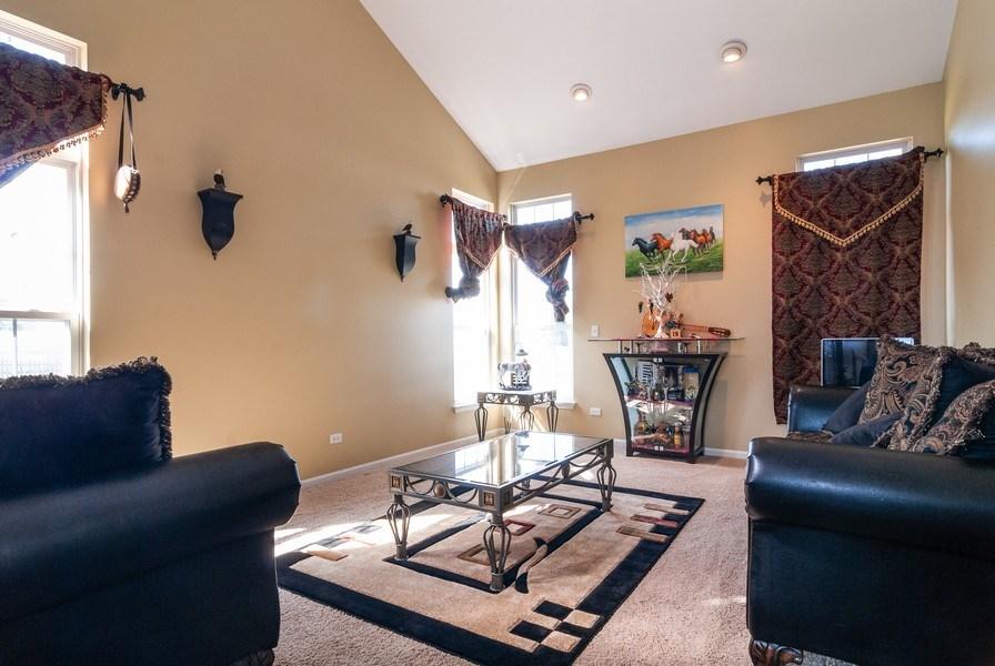 Real Estate Photography - 1454 Ashwood Dr, Elgin, IL, 60123 - Living Room