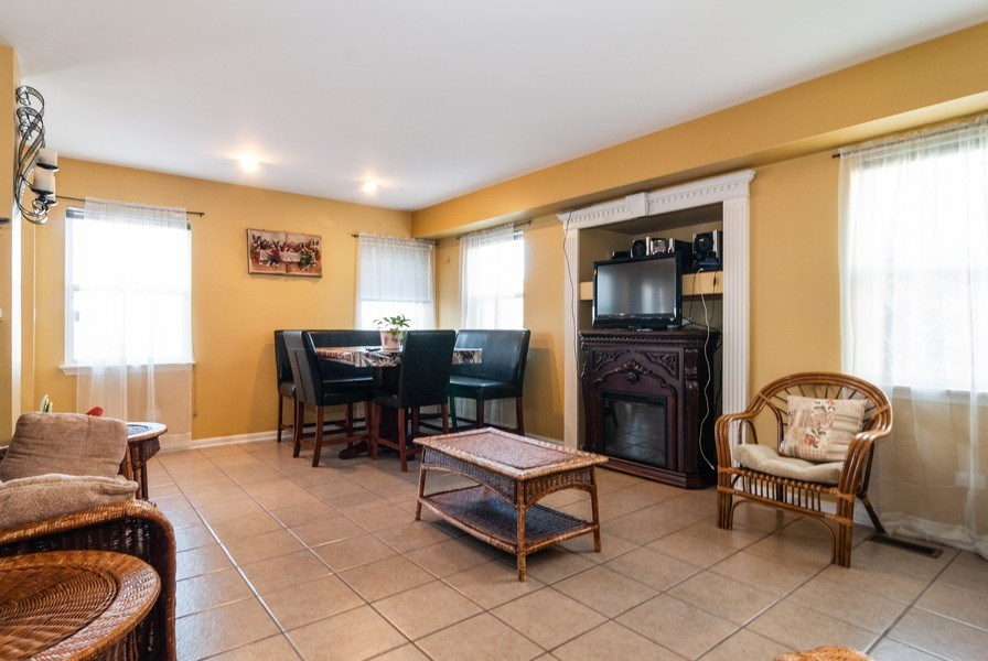 Real Estate Photography - 1454 Ashwood Dr, Elgin, IL, 60123 - Family Room