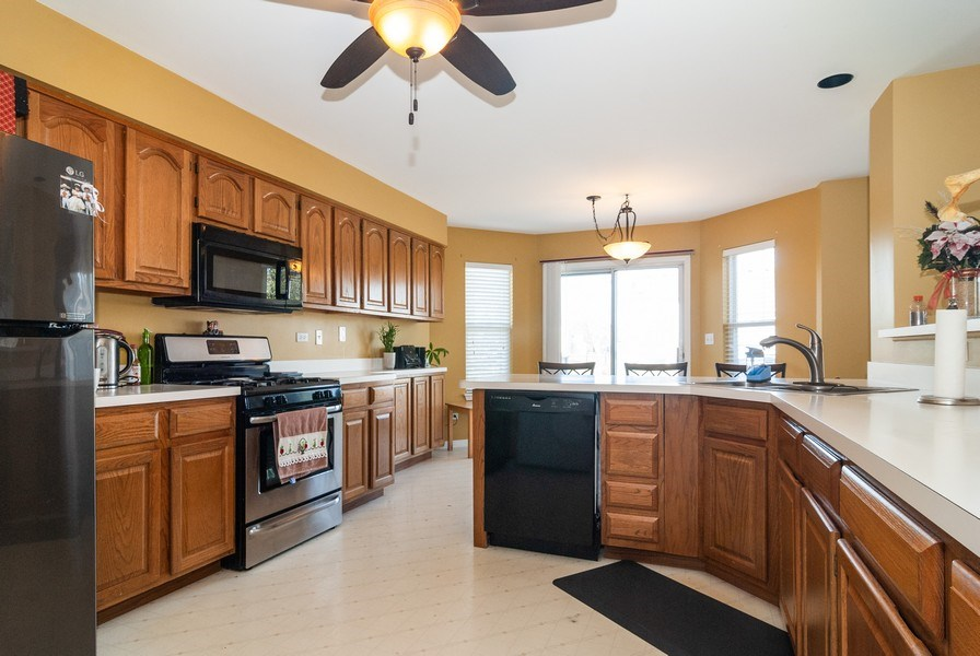 Real Estate Photography - 1454 Ashwood Dr, Elgin, IL, 60123 - Kitchen