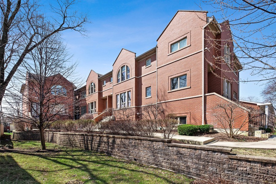 Real Estate Photography - 1771 Dewes, E, Glenview, IL, 60025 - Front View