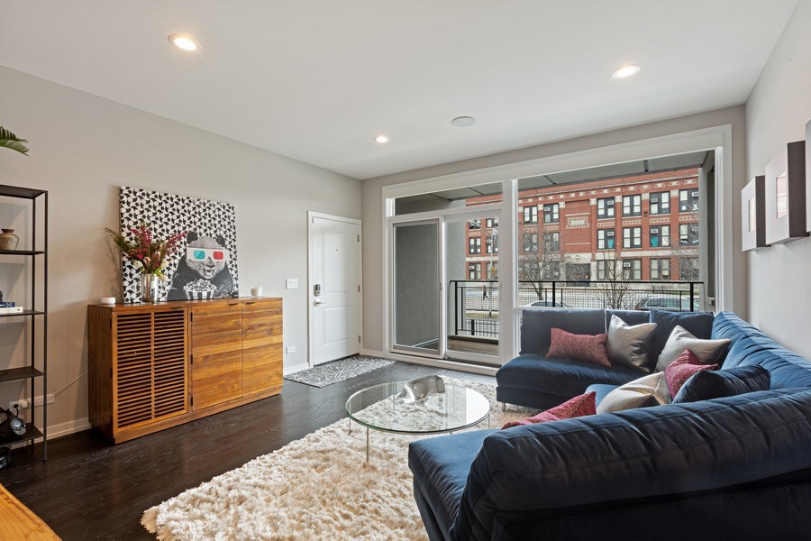 Real Estate Photography - 842 N Campbell Ave, Unit 1S, Chicago, IL, 60622 - Living Room Dining Area