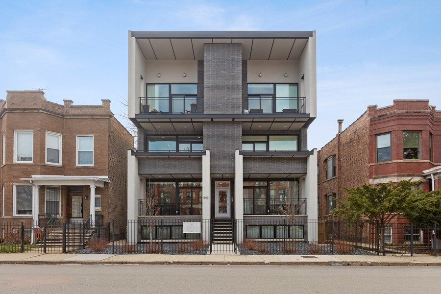Real Estate Photography - 842 N Campbell Ave, Unit 1S, Chicago, IL, 60622 - Front View