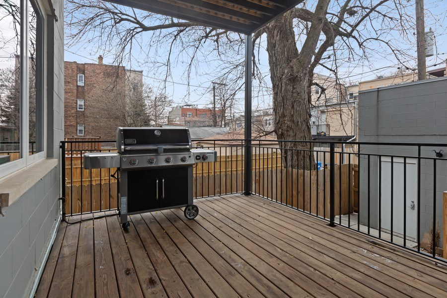 Real Estate Photography - 842 N Campbell Ave, Unit 1S, Chicago, IL, 60622 - Deck