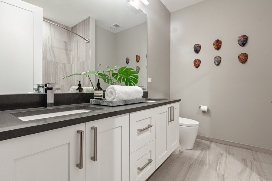 Real Estate Photography - 842 N Campbell Ave, Unit 1S, Chicago, IL, 60622 - 2nd Bathroom
