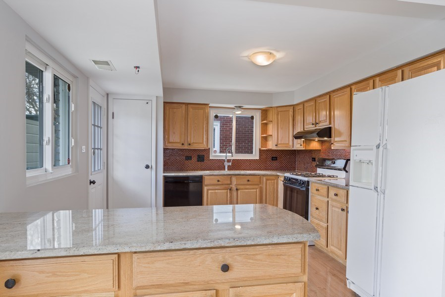 Real Estate Photography - 1727 N Windsor Drive, Arlington Heights, IL, 60004 - Kitchen