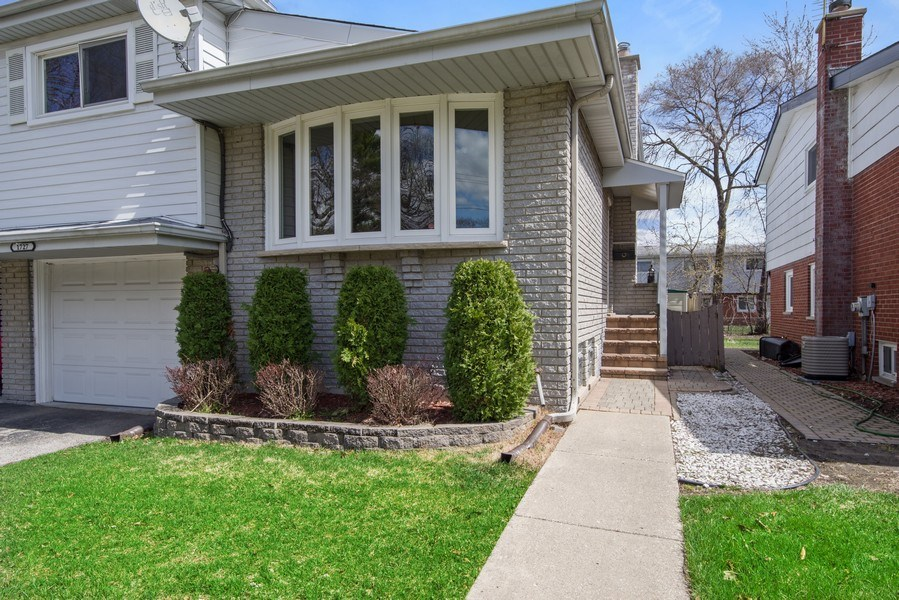 Real Estate Photography - 1727 N Windsor Drive, Arlington Heights, IL, 60004 - Front View