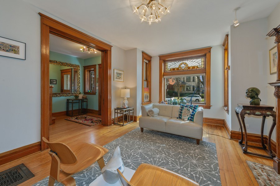 Real Estate Photography - 4020 N Hermitage Ave, Chicago, IL, 60613 - Living Room