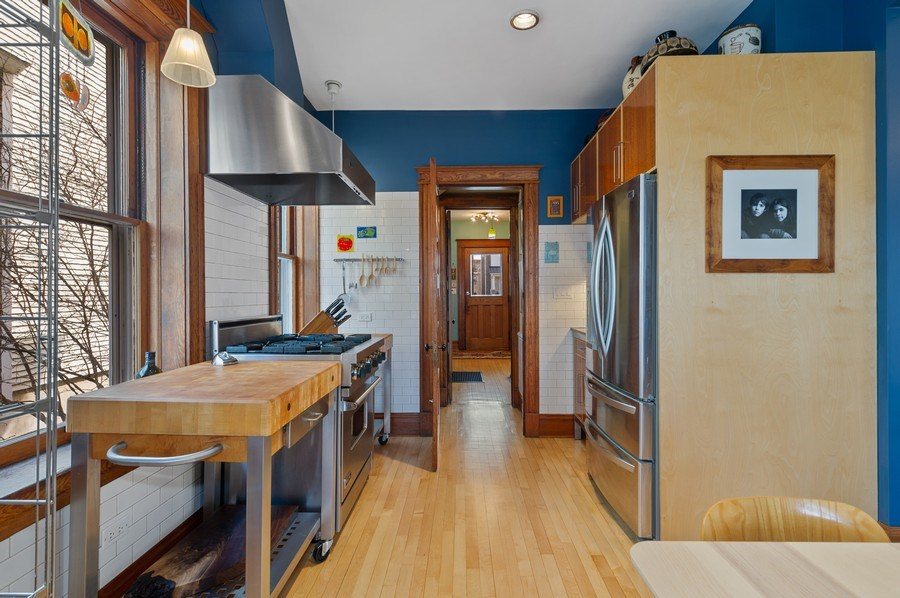 Real Estate Photography - 4020 N Hermitage Ave, Chicago, IL, 60613 - Kitchen
