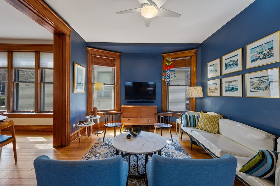 Real Estate Photography - 4020 N Hermitage Ave, Chicago, IL, 60613 - Great Room