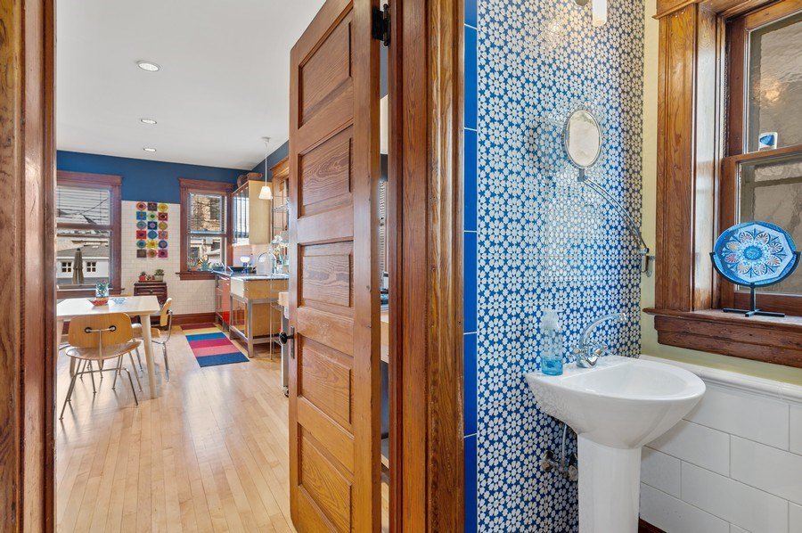 Real Estate Photography - 4020 N Hermitage Ave, Chicago, IL, 60613 - Half Bathroom