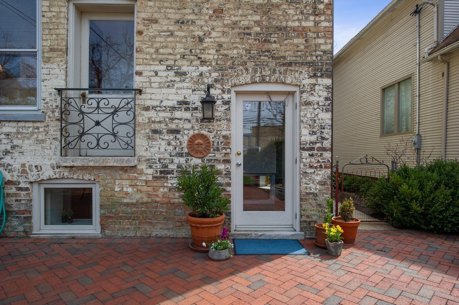 Real Estate Photography - 4020 N Hermitage Ave, Chicago, IL, 60613 - Patio