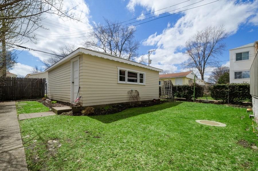 Real Estate Photography - 7555 W Isham, Chicago, IL, 60631 - Back Yard