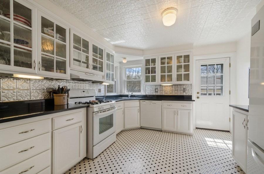 Real Estate Photography - 7555 W Isham, Chicago, IL, 60631 - Kitchen