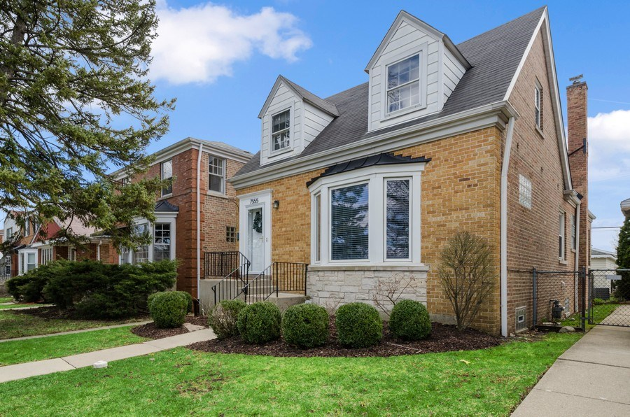 Real Estate Photography - 7555 W Isham, Chicago, IL, 60631 - Front View