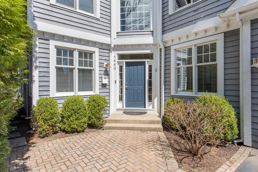 Real Estate Photography - 1443 Asbury Avenue, Winnetka, IL, 60093 - Front View
