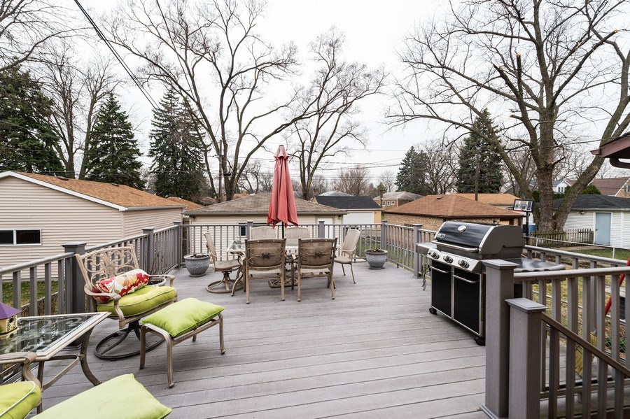 Real Estate Photography - 3812 Cleveland Ave, Brookfield, IL, 60513 - Deck
