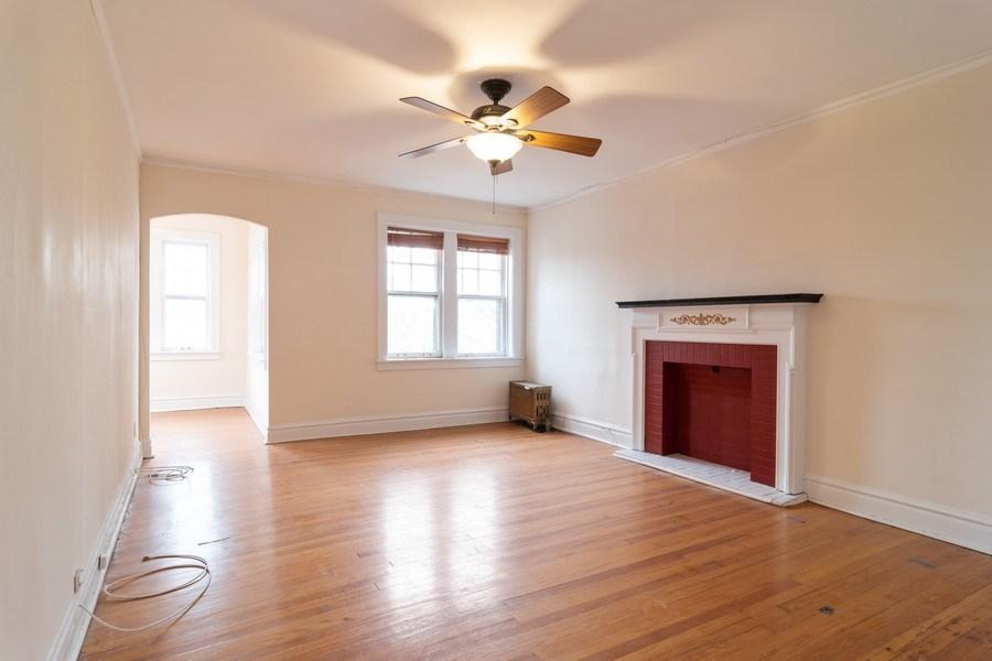 Real Estate Photography - 150 N. Austin #2C, Oak Park, IL, 60302 - Living Room