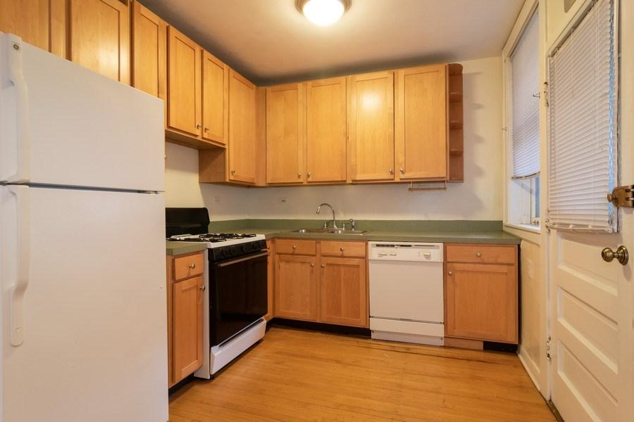 Real Estate Photography - 150 N. Austin #2C, Oak Park, IL, 60302 - Kitchen