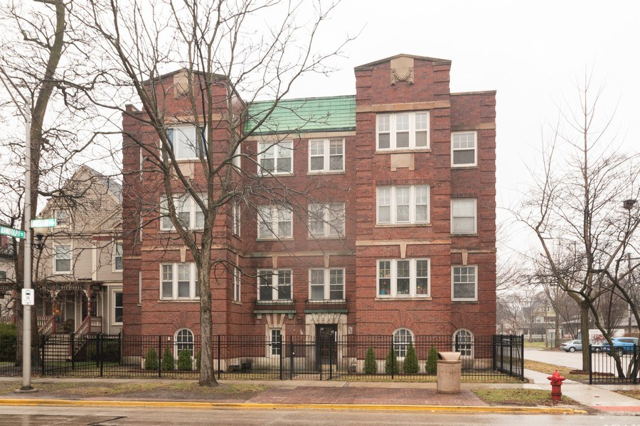 Real Estate Photography - 150 N. Austin #2C, Oak Park, IL, 60302 - Front View