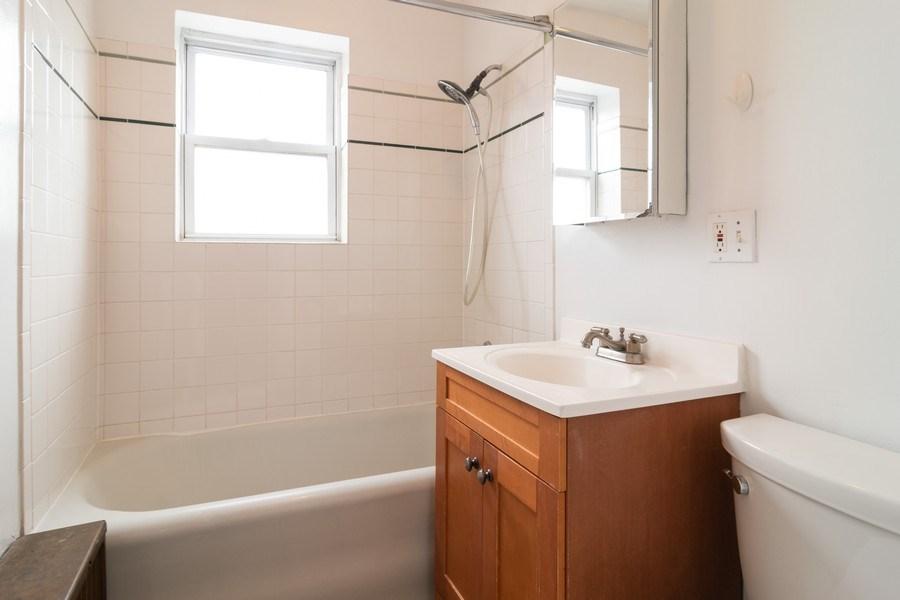 Real Estate Photography - 150 N. Austin #2C, Oak Park, IL, 60302 - Bathroom