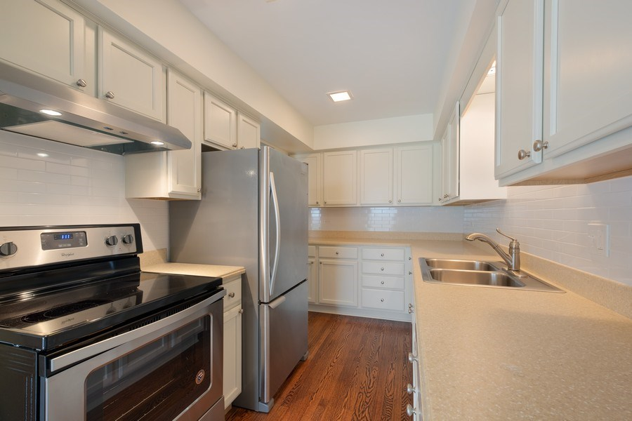 Real Estate Photography - 1965 Tanglewood Dr, Unit A, Glenview, IL, 60026 - Kitchen