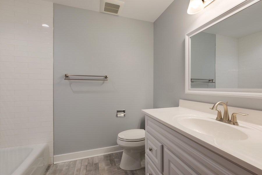 Real Estate Photography - 1965 Tanglewood Dr, Unit A, Glenview, IL, 60026 - 2nd Bathroom