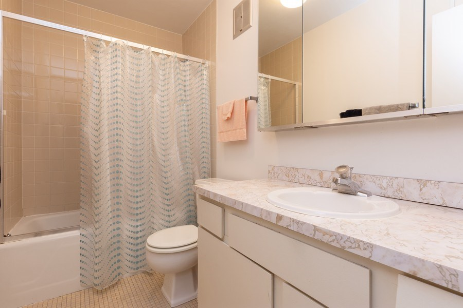 Real Estate Photography - 1515 E Central rd #465B, Arlington Heights, IL, 60005 - Master Bathroom