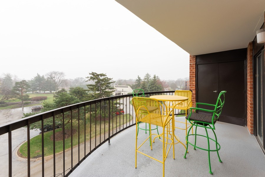 Real Estate Photography - 1515 E Central rd #465B, Arlington Heights, IL, 60005 - Balcony