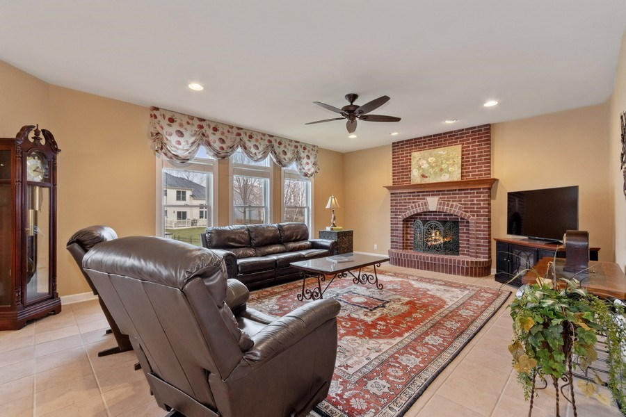 Real Estate Photography - 0S347 Grengs Lane, Geneva, IL, 60134 - Family Room