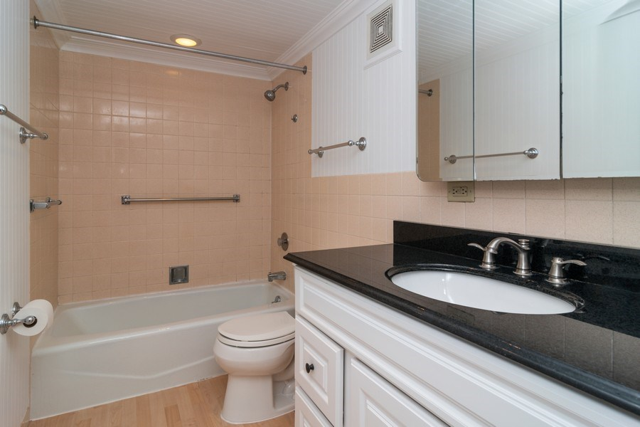 Real Estate Photography - 7320 Dixon Ave, Unit 303, Forest Park, IL, 60130 - Bathroom