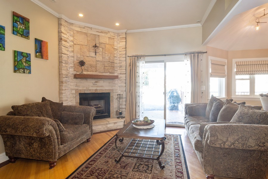 Real Estate Photography - 674 N Maple Ave, Palatine, IL, 60067 - Living Room