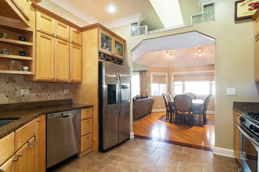 Real Estate Photography - 674 N Maple Ave, Palatine, IL, 60067 - Kitchen