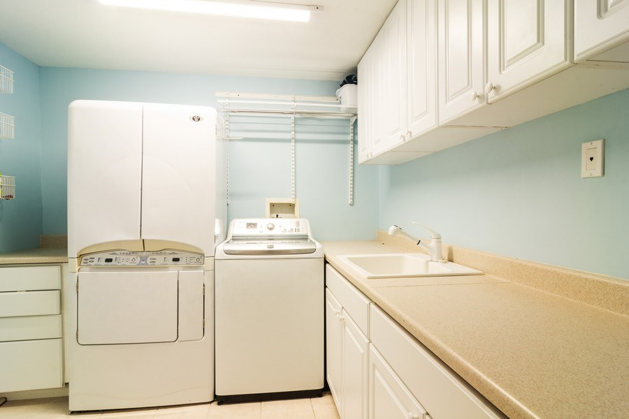 Real Estate Photography - 674 N Maple Ave, Palatine, IL, 60067 - Laundry Room