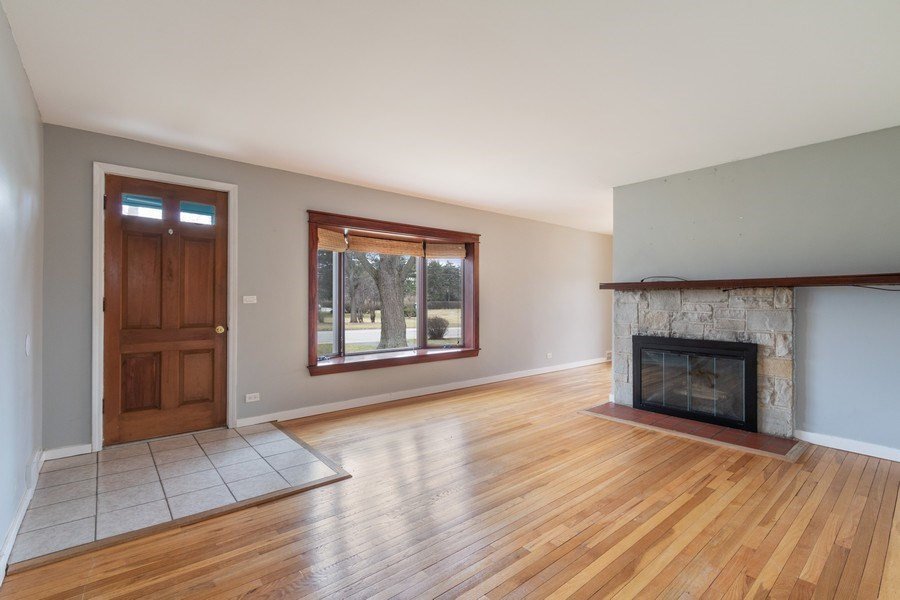 Real Estate Photography - 506 W. Sunset Rd, Mount Prospect, IL, 60056 - Living Room