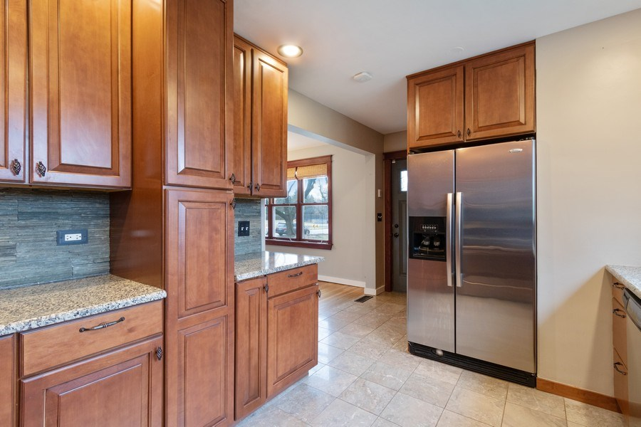 Real Estate Photography - 506 W. Sunset Rd, Mount Prospect, IL, 60056 - Kitchen