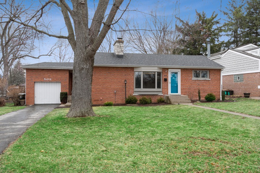 Real Estate Photography - 506 W. Sunset Rd, Mount Prospect, IL, 60056 - Front View