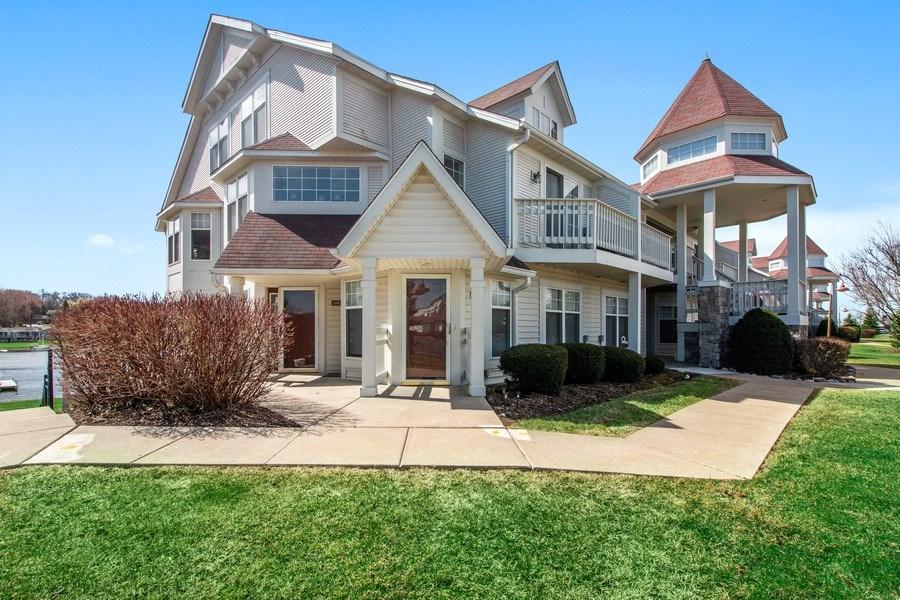 Real Estate Photography - 2153 Landings Lane, Delavan, WI, 53115 - Front View