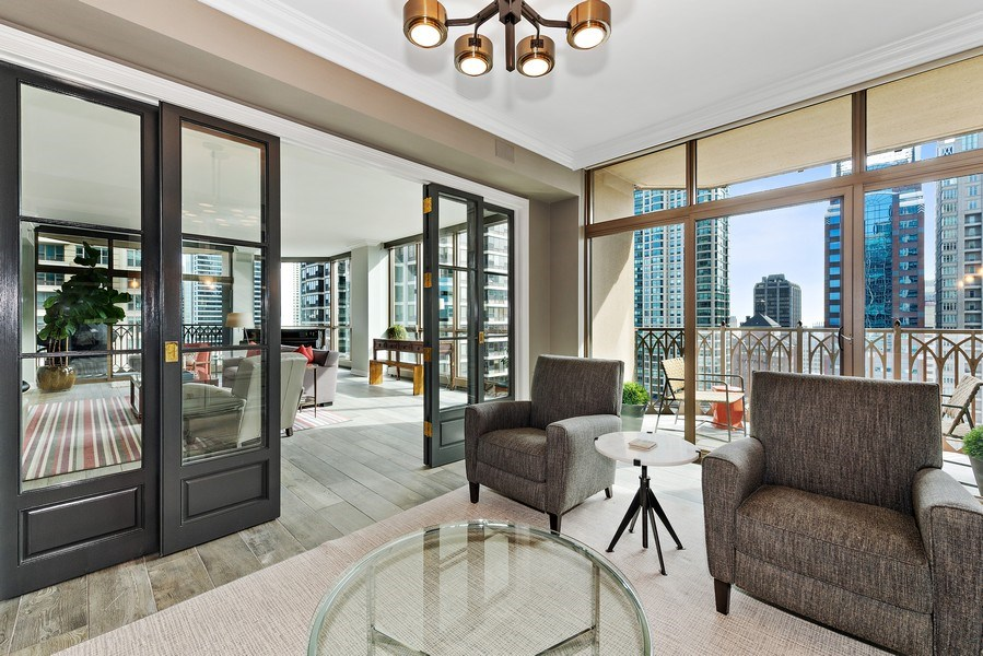 Real Estate Photography - 21 East Huron, Unit 2905, Chicago, IL, 60611 - Library
