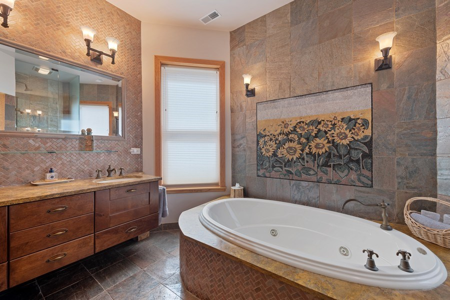 Real Estate Photography - 1728 W Winnemac, Chicago, IL, 60640 - Master Bathroom