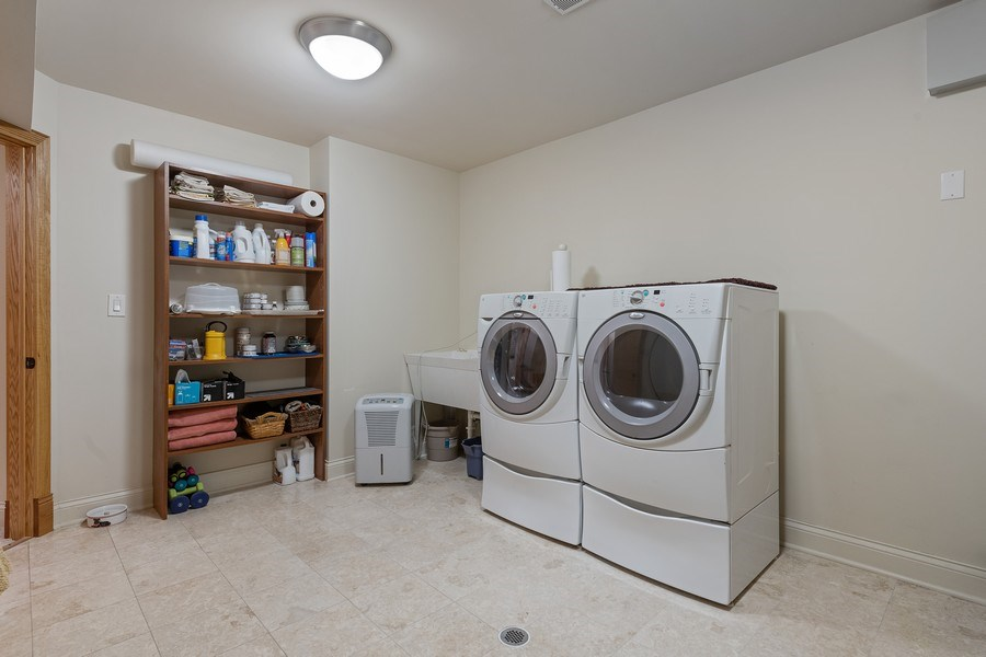 Real Estate Photography - 1728 W Winnemac, Chicago, IL, 60640 - Laundry Room