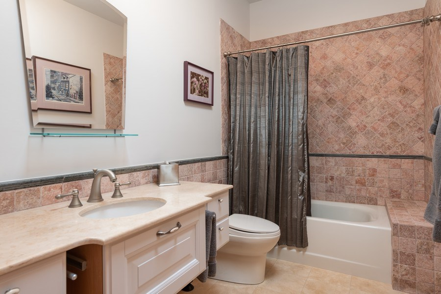 Real Estate Photography - 1728 W Winnemac, Chicago, IL, 60640 - 2nd Bathroom