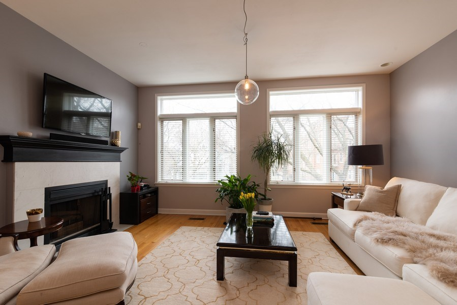 Real Estate Photography - 4641 N Magnolia Avenue, Chicago, IL, 60640 - Living Room